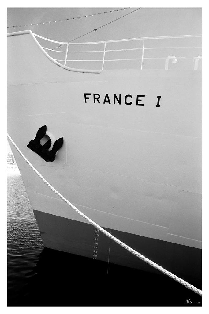 Proue du France I - Proue du France I, navire météorologique appartenant au musée. Son bar-restaurant offre une vue unique sur le bassin des grands yachts...