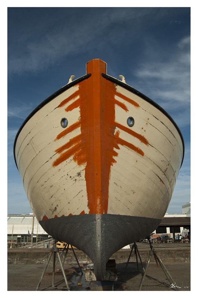 Etrave - Etrave de bateau de pêche en cours de rénovation devant le musée maritime...